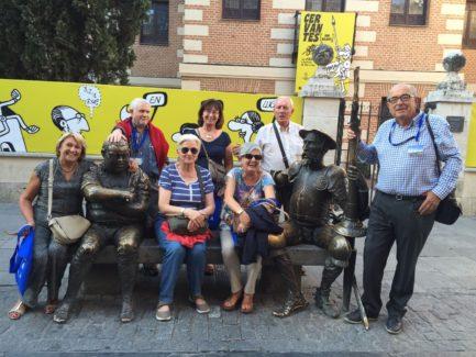 Grupo de Alumnos junto a Sancho y Quijote